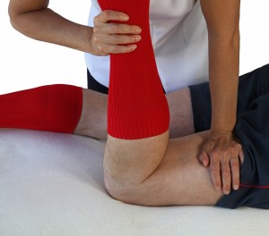 Manual quadriceps stretching for meniscus tears
